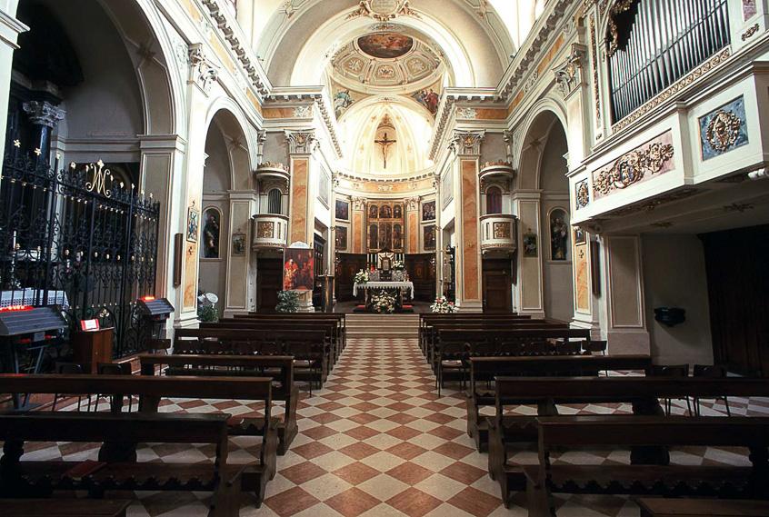 Interno della chiesa arcipresbiterale di Dossena
