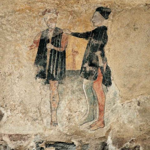 Figure in abito medievale affrescate sull'esterno di Palazzo Boselli