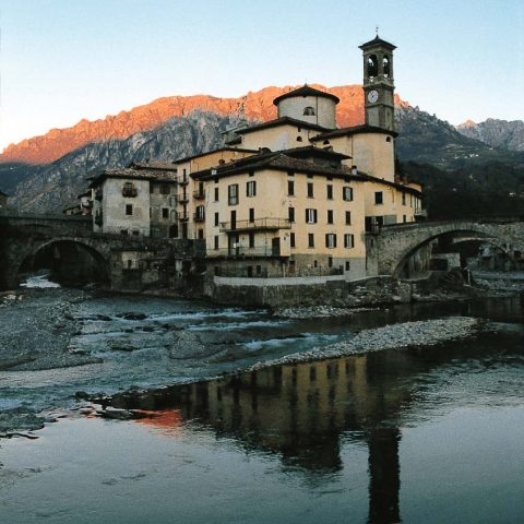Angolo tra la Via Mercatorum (Ponte Vecchio sulla destra) e la Via Priula (ponte sulla sinistra)