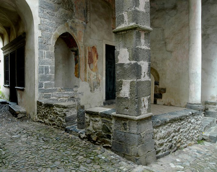 Chiesa di Oneta lungo la Via Mercatorum